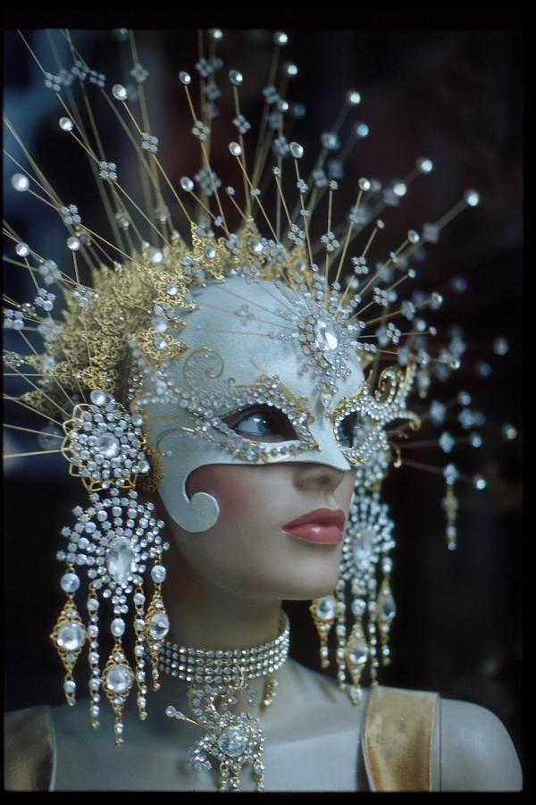 white mask for Fatiminha