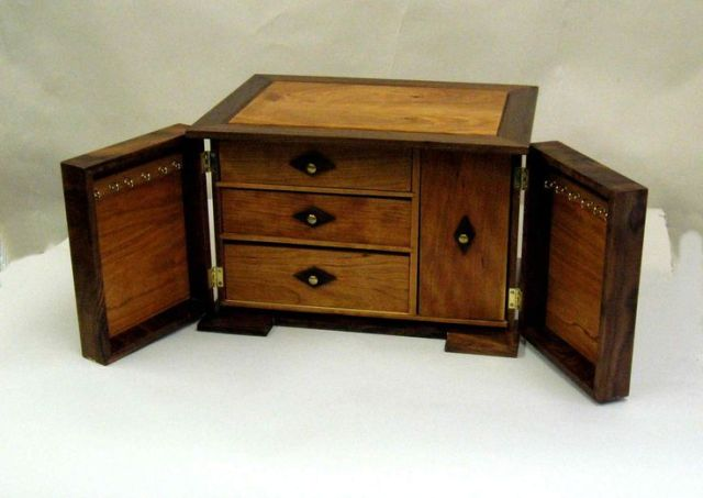 ... to Build a Wooden Jewelry Box Free Woodworking Plans from Lee's