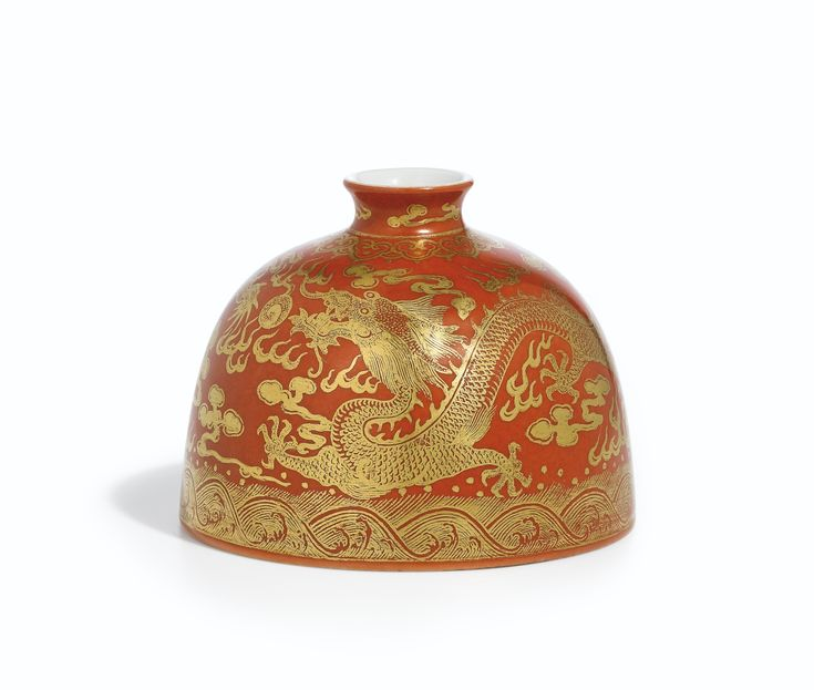 A fine gilt-decorated iron-red beehive waterpot, taibozun, Shengdetang Zhi Mark, Qing Dynasty, Daoguang Period