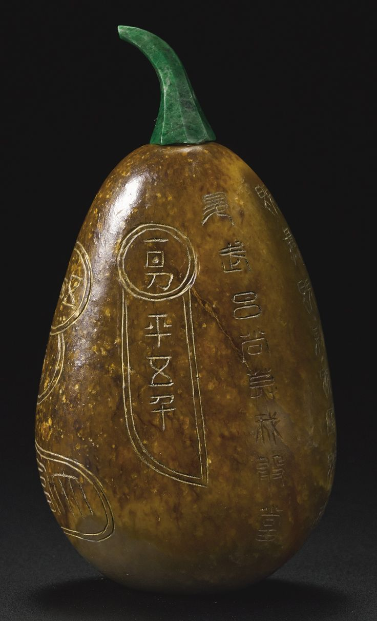 A MOTTLED BROWN JADE PEBBLE-FORM SNUFF BOTTLE<br>QING DYNASTY, LATE 18TH / 19TH CENTURY | Lot | Sotheby's