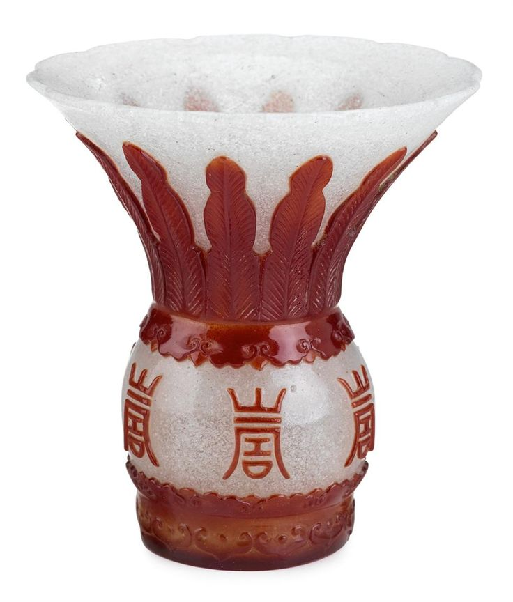 Chinese red overlay snowflake glass vase, late Qing dynasty