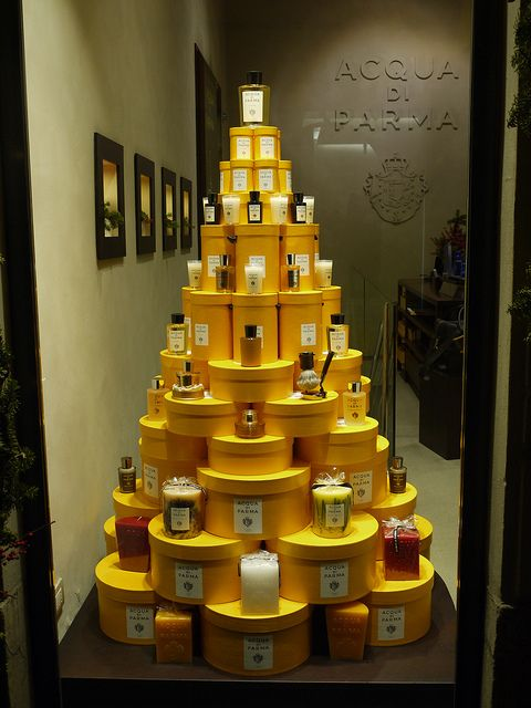 Very simple display for a variety of items.  Imagine this in red for Valentine's Day or in Orange for autumn.  Acqua di Parma - 2010 Christmas Windows (Milan - Italy) (124), via Flickr.