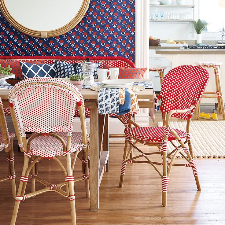 Breakfast is served. Riviera Bench and Chairs. #serenaandlily