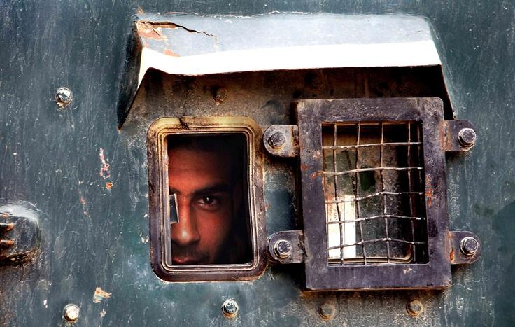 Un poliziotto a Srinagar, Kashmir Nel indiano, Durante lo sciopero dei separatisti.  (Dar Javed, Xinhua / Corbis)
