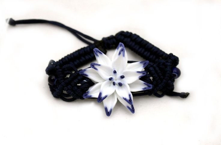 Lovely Handmade Ceramic & Macrame Flower Bracelets for Spring! | bellagracielawordpress.com #jewelry