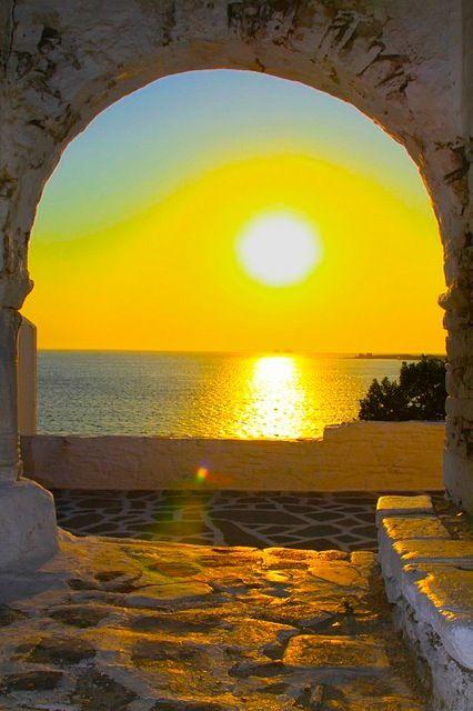 tramonto dorato, Paros, Grecia