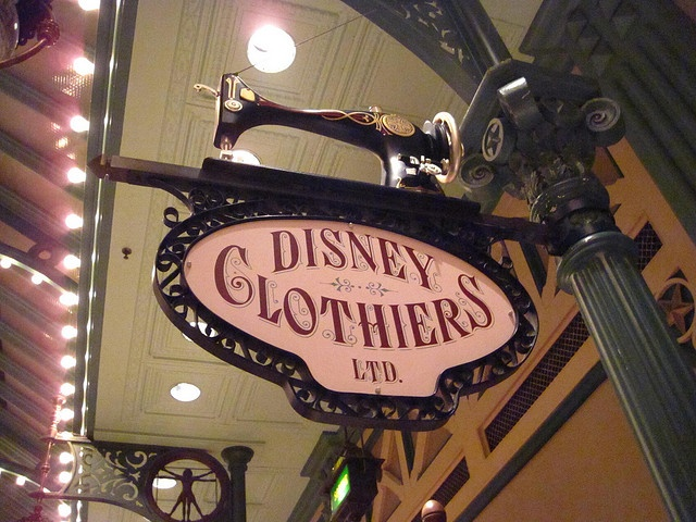 Clothiers Disney, Disneyland