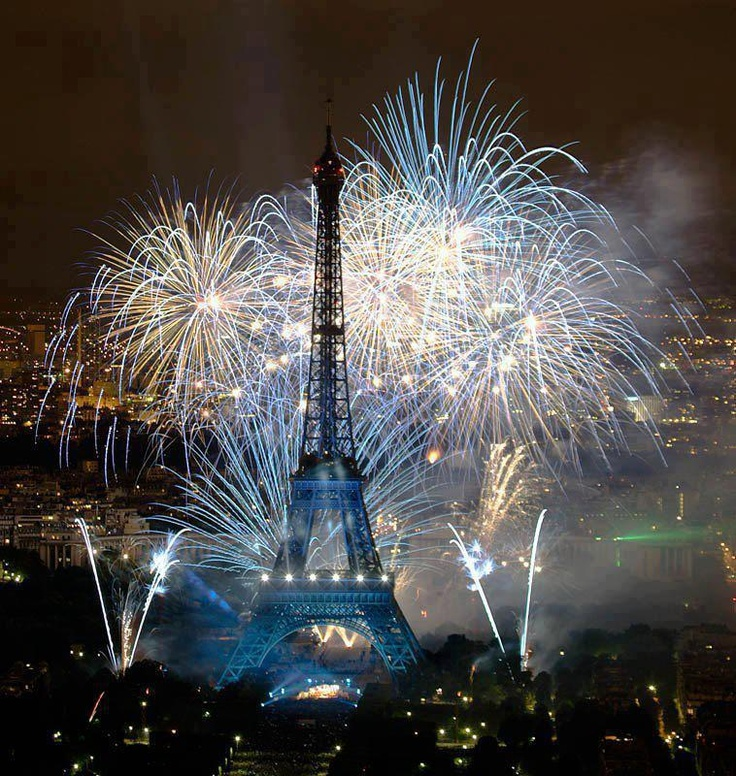 I had such a fabulous night watching the fire works whilst having an evening picnic with friends! Love it when they light up the Eiffel tower in sparkling lights! Beautiful