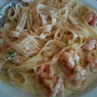 Shrimp. Alfredo. Pasta { soo yummy}