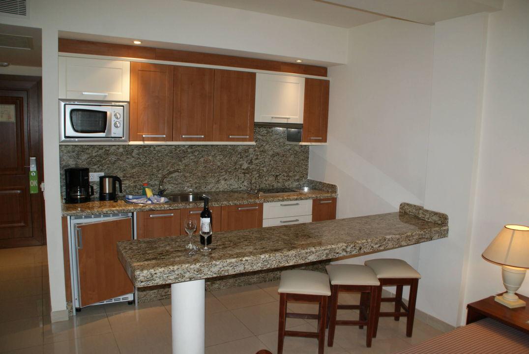 Komplette Kche mit Wein zur Begrung Marylanza Suites  Spa Playa de las Americas