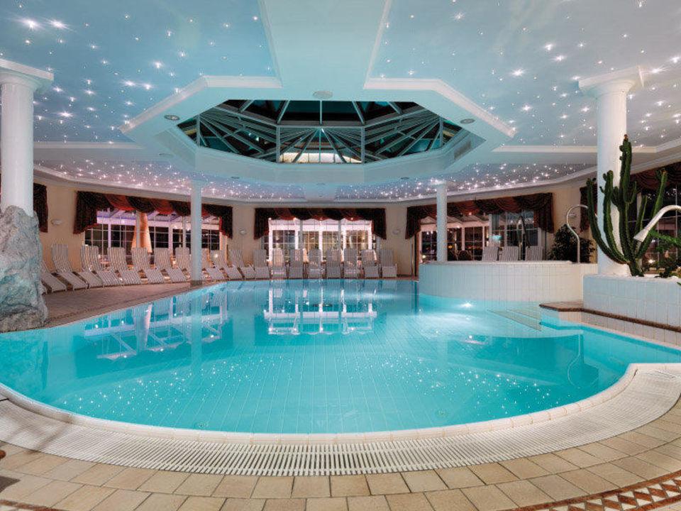 Innen Schwimmbad Mit Sternenhimmel Sport Wellnesshotel