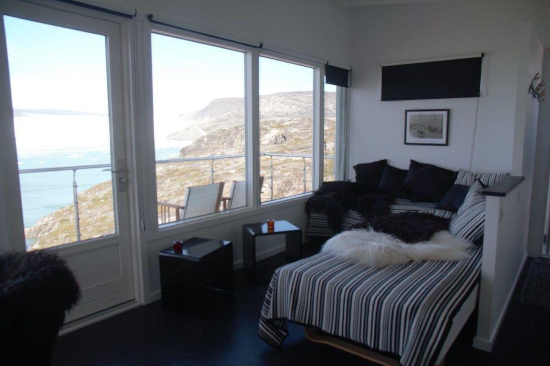 Sofa Vor Fenster Good Free Montagehohe Fernseher Wohnzimmer As Well Vor Fenster With Tv