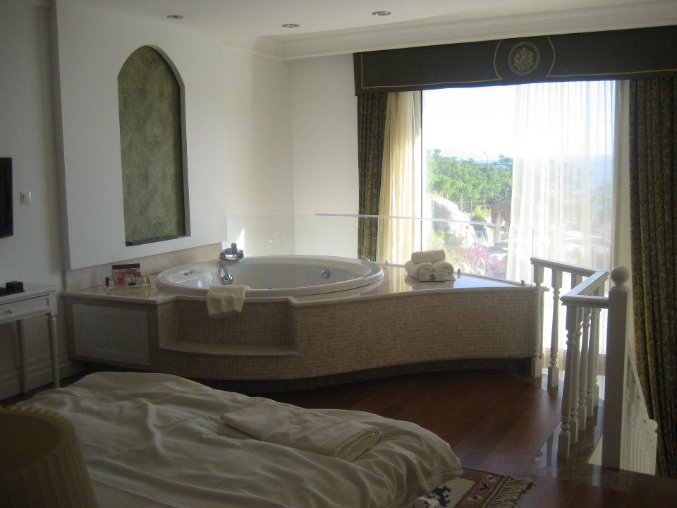 Schlafzimmer mit Whirlpool Sianji WellBeing Resort Turgutreis  HolidayCheck Trkische