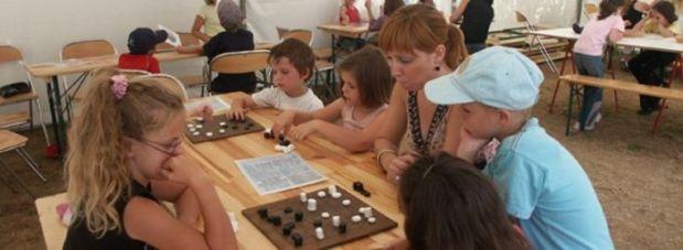 Vacances Tout Saint: x Choses avec faire pour les enfants | Jeux Géants - Jouez en famille à des jeux romains (DUOLIFE)
