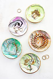Handmade Christmas Gifts on a Budget | Marbled Clay Ring Dish