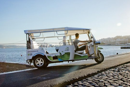 El mirador del panteón nacional de lisboa es excepcional · adultos: Lisbon Half Day Sightseeing Tour by Electric Tuk Tuk