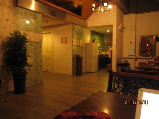 small kitchen bar knotty pine cabinets for sale 二楼的休息吧上网拍的 那个是小厨房 picture of hi inn shanghai renmin plaza yongshou road