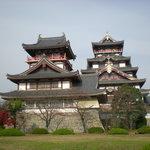 伏見桃山城ははずせませんね!!並んで建ってるのはすごいです。