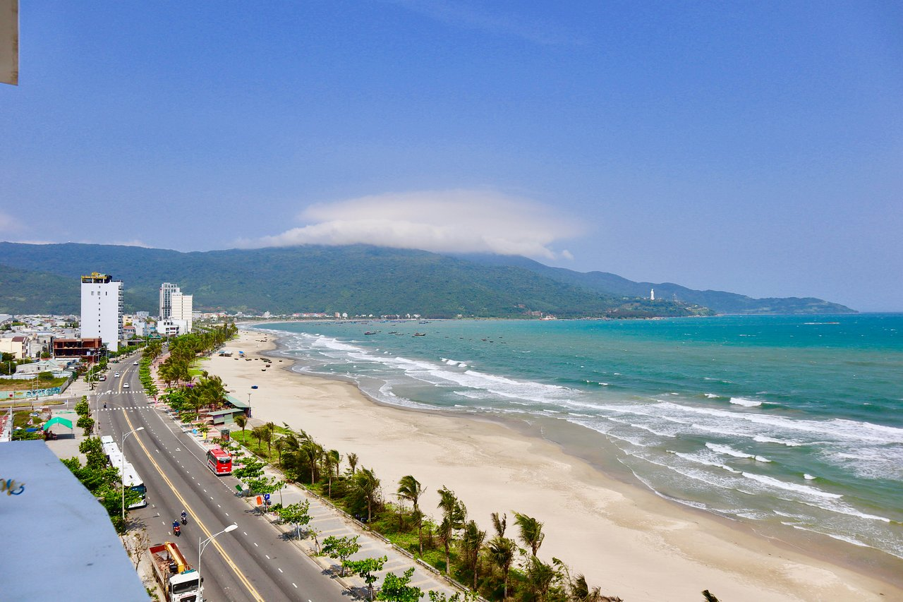De Lamour Beach Da Nang Prices B B Reviews Vietnam