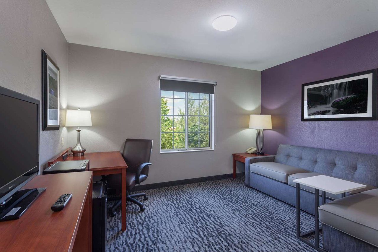 La Quinta Inn Suites By Wyndham Knoxville North I 75