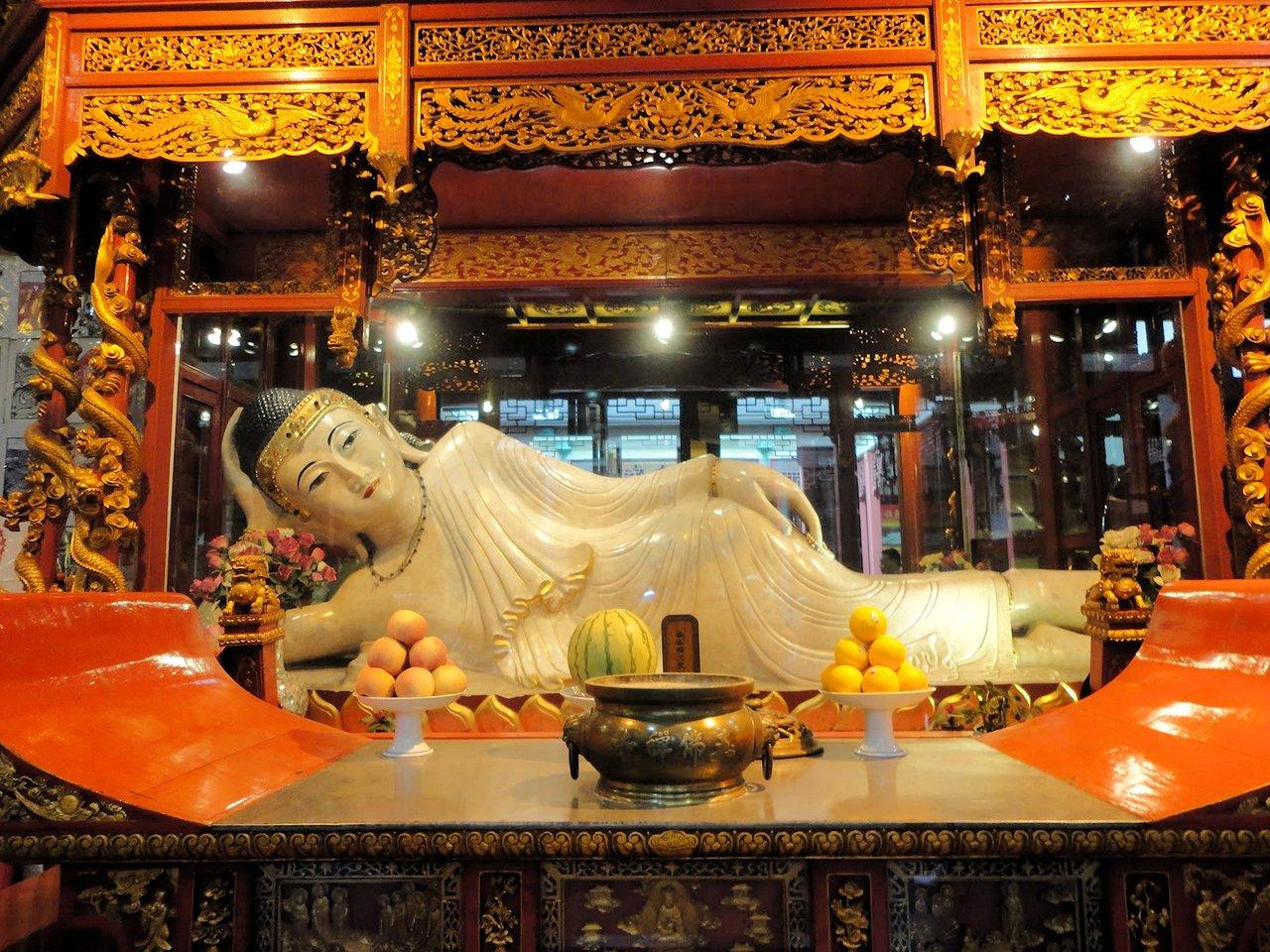 ShangHai Jade Buddha Temple - China ChengDu Tours. Chengdu Panda Volunteer Program