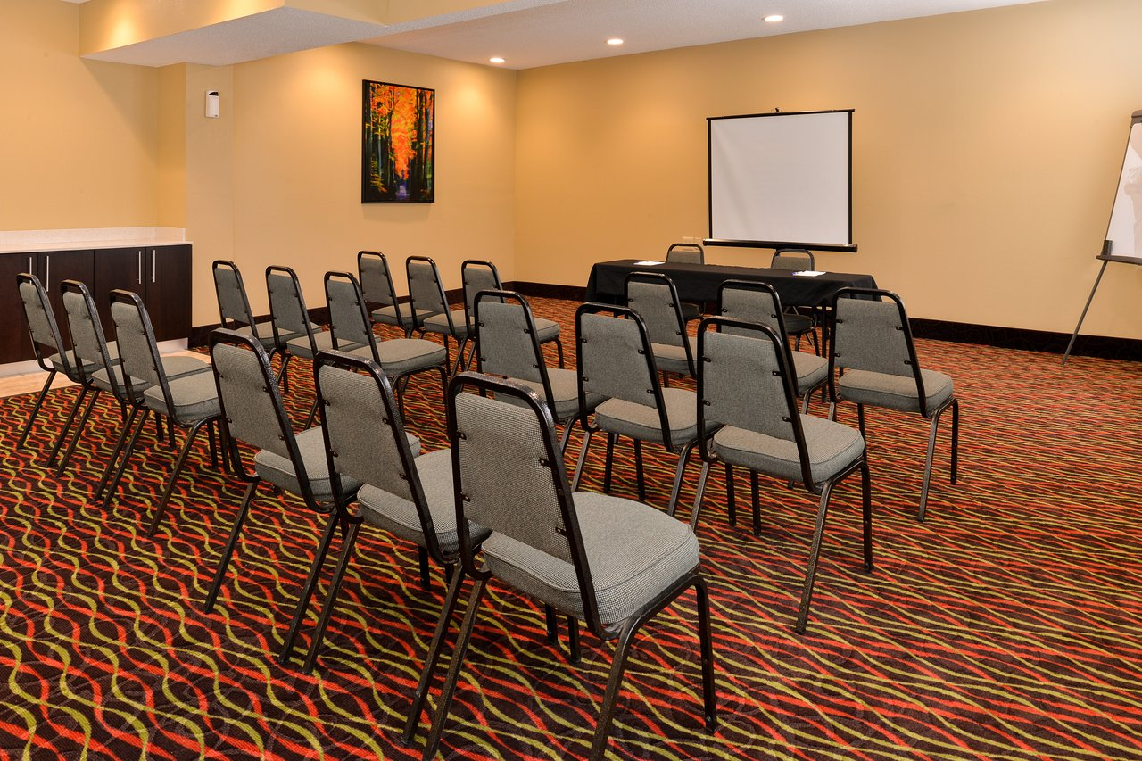 Holiday Inn Express Suites 81 9 8 Updated 2020