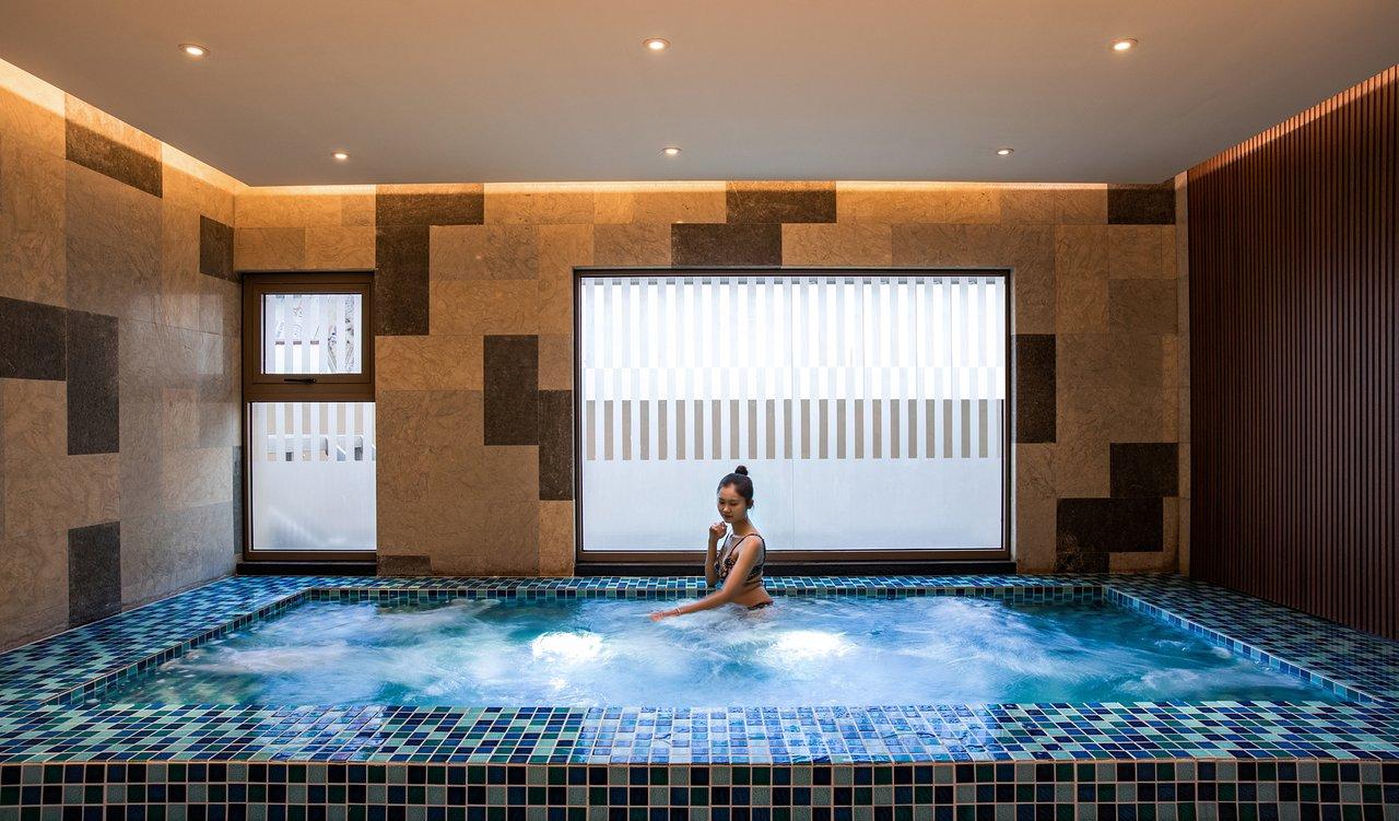 oakwood residence hanoi pool pictures