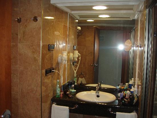 Nice bathrooms  Picture of Gran Hotel Bali  Grupo Bali