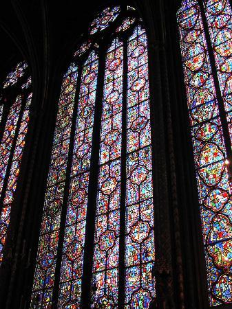 witraże w kościele Sainte Chapelle