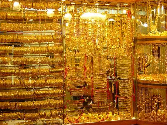 Cuarto lleno de articulos de oro