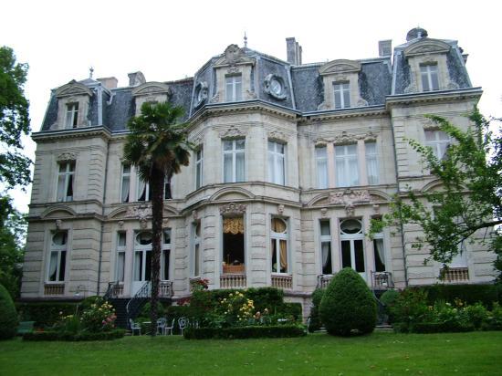 Chateau De Verrieres : Back of Chateau