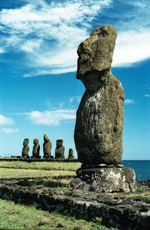 https://i0.wp.com/media-cdn.tripadvisor.com/media/photo-s/01/09/eb/83/easter-island-moi.jpg