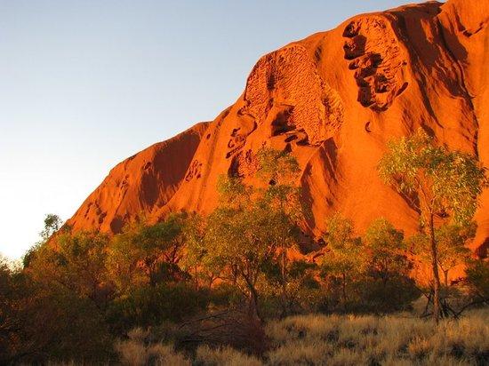 "<a href=""/Attraction_Review-g256205-d256763-Reviews-Uluru-Uluru_Kata_Tjuta_National_Park_Red_Centre_Northern_Territory.html"">Uluru</a> Foto: Beginning of sunset"