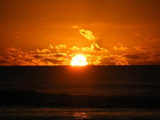 https://i0.wp.com/media-cdn.tripadvisor.com/media/photo-s/01/12/f0/97/sunset.jpg?w=1084