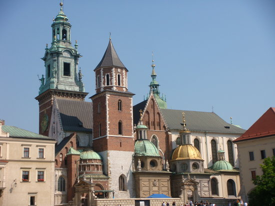 Warsaw, Polandia: the spires of church in Wawel castle