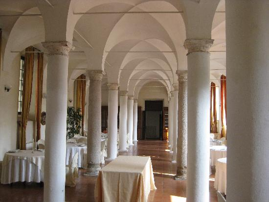 Hotel Relais Fontevivo: The dining room
