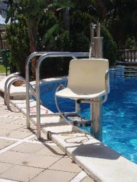 Pool chair lift - Picture of Hotel-Aparthotel Dorada ...