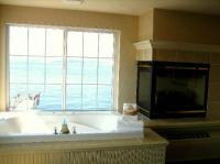 Jacuzzi and Fireplace - Picture of Silver Cloud Inn ...
