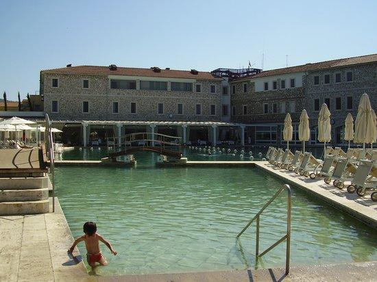 La piscina termale e lHotel  Picture of Terme di Saturnia Spa  Golf Resort Saturnia