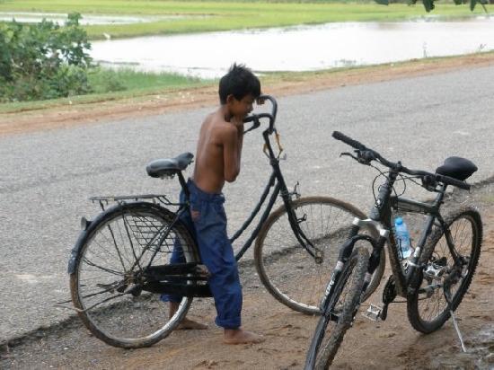 Vietnam Bike Day Tours: Cambodia biking