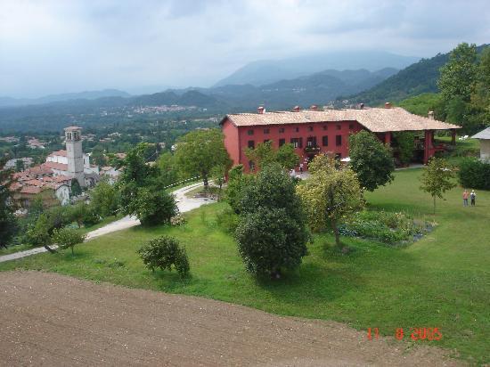 Panoramica casa e paese di Ragogna  Foto di Agriturismo