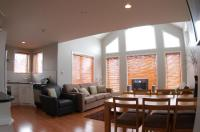 15 foot vaulted ceilings in the 3BR apartment - Picture of ...