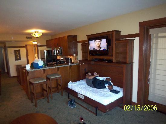 Disney S Grand Californian Hotel Spa Dvc Villas Trundle Bed Open Under Flat Screen