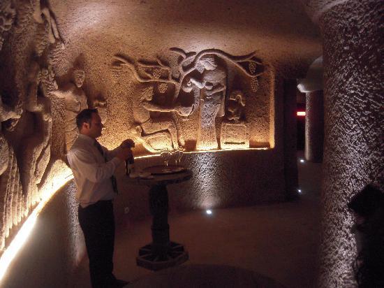 Cappadocia Cave Resort & Spa: Here is Mohamed preparing a wine tasting for us.
