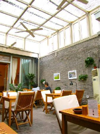 https://i0.wp.com/media-cdn.tripadvisor.com/media/photo-s/01/a9/0b/e7/vineyard-cafe-beijing.jpg