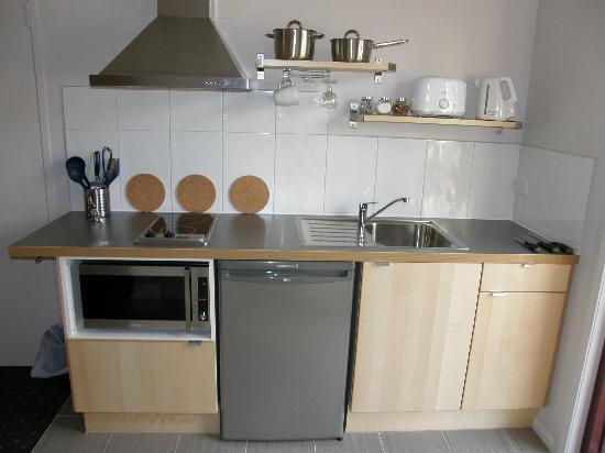studio apartment kitchen PARSONS BAY RETREAT AU$101 (A̶U̶$̶1̶1̶2̶): 2018 Prices