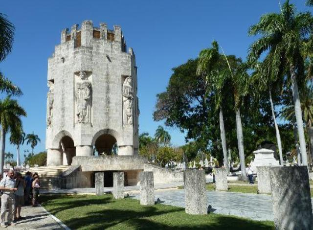 Mausoleum von José Marti - Picture of Santa Ifigenia Cemetery, Cuba - Tripadvisor