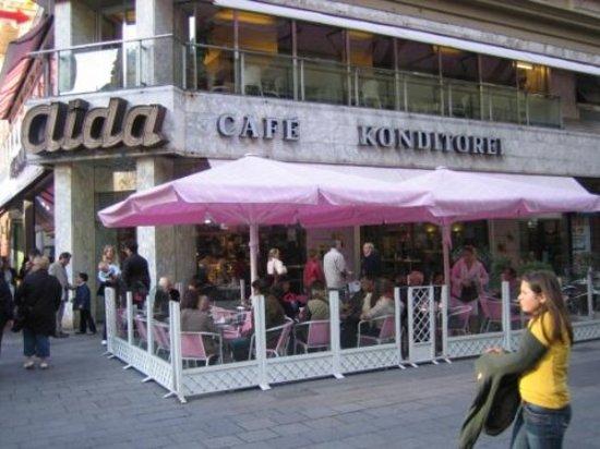 CafeKonditorei Aida Vienna  Singerstr 1 Inner City