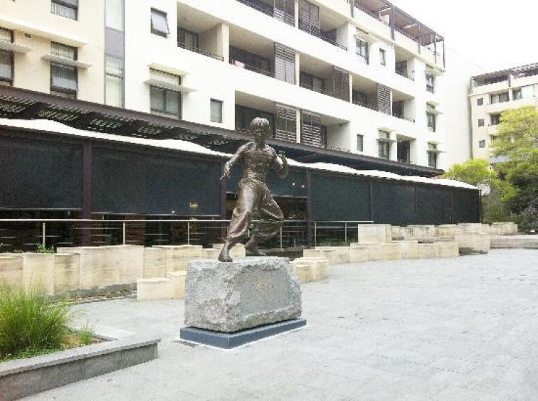 Картинки по запросу Monument to Bruce Lee (Kogarah, New South Wales, Australia
