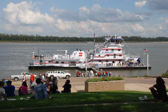 Paducah Riverwalk - All You Need to Know Before You Go ...